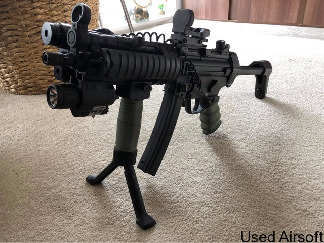 MP5 modified with PEQ box + other gear - 2