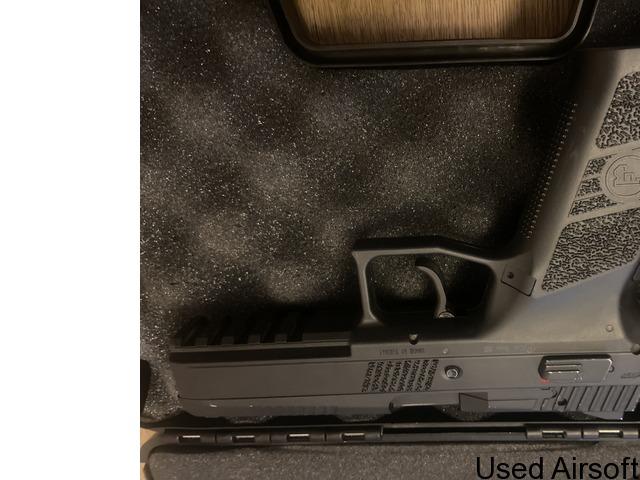 CZ P-09 6mm has blowback airsoft pistol - 2