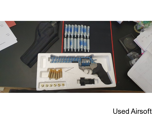 """MINT CONDITION - ASG Dan Wesson 715 CO2 Airsoft Revolver - 6"""" Barrel - Chrome 'Stainless' - 4"""