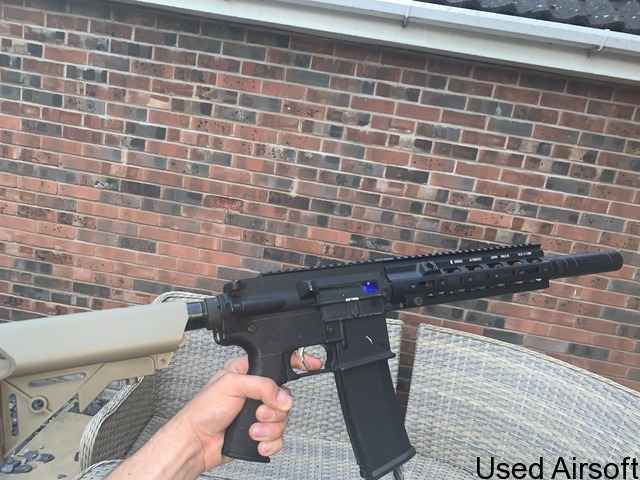 Upgraded Specna arms edge 2.0 (416 variant). 4 mags, batteries -and extras - 3