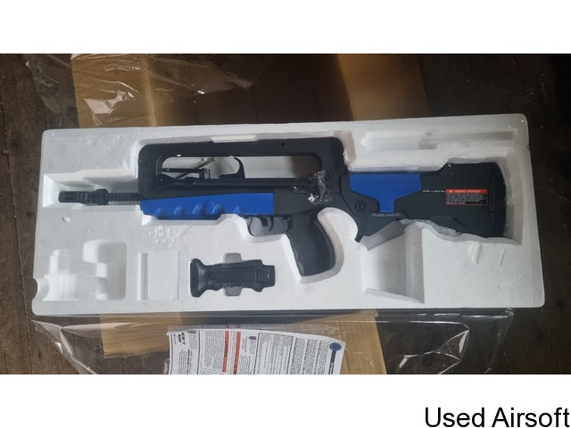 Brand new cybergun evo f1 famas with Mosfet, - 2