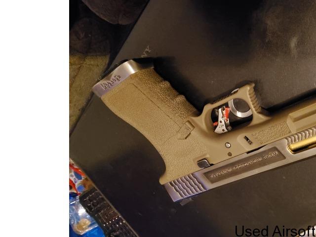 Wet Glock 17 - 1
