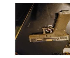 Wet Glock 17 - Image 4